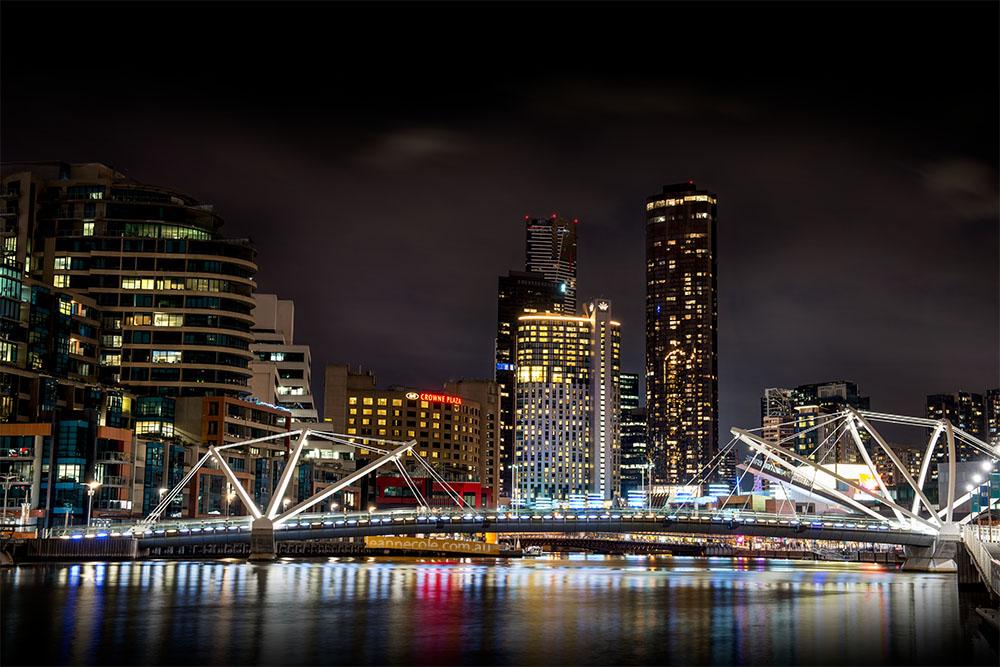 melbourne-southwharf-seafarers-bridge-night